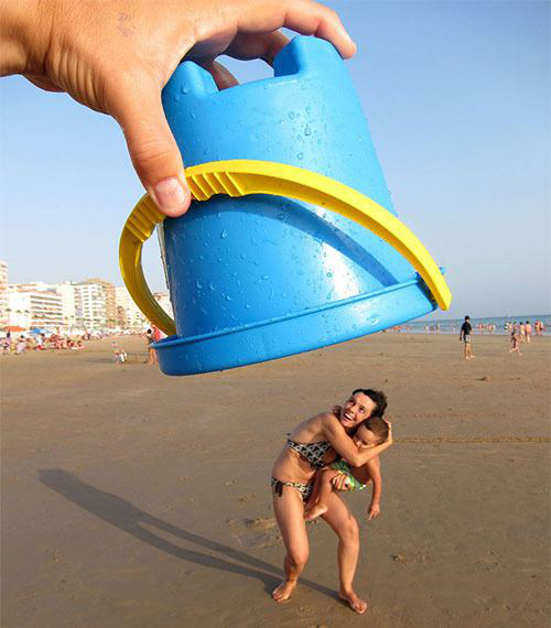 Choose different angles when taking forced perspective photos-2